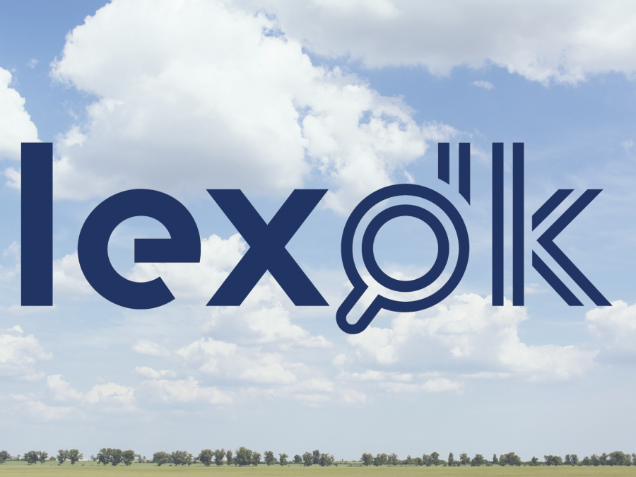lex dk logo på blå himmel med hvide skyer