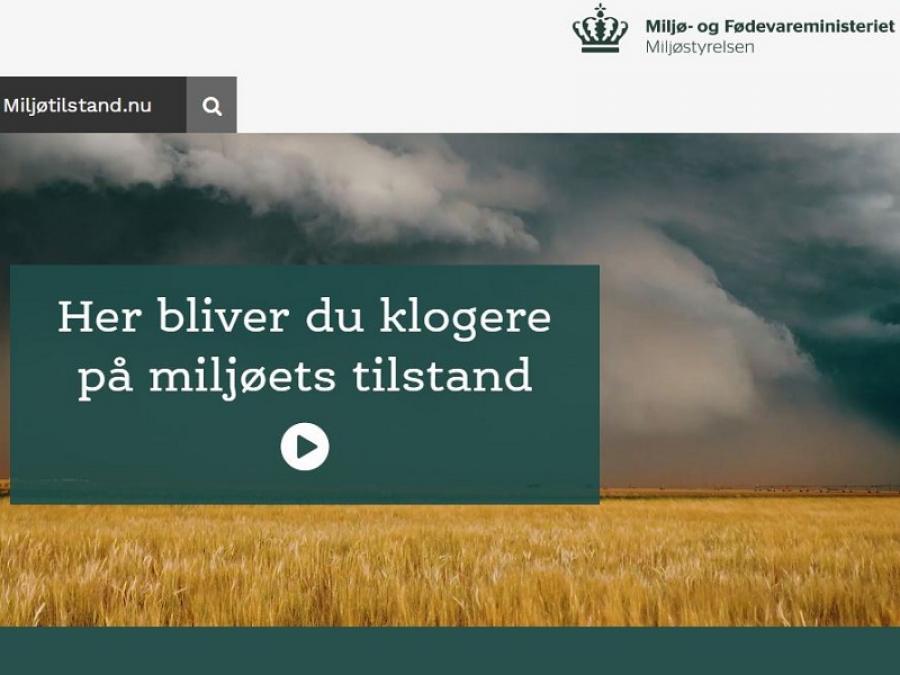 forside fra miljøtilstand.nu med billede af himmel med sorte skyer over en gylden kornmark