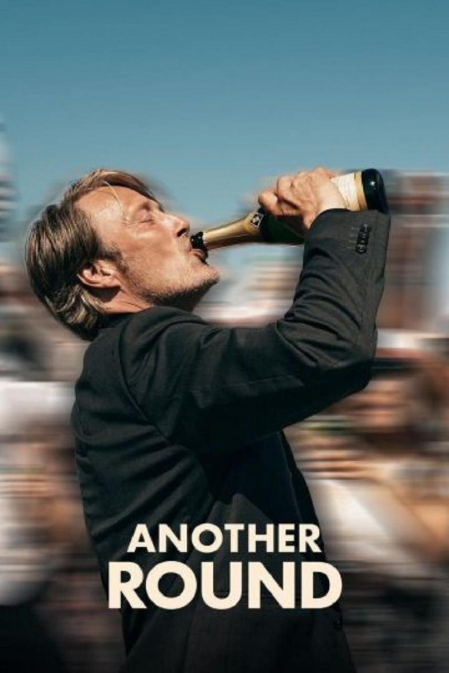 mads mikkelsen drikker af en champagneflaske